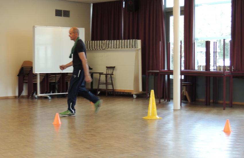 Man die rondloopt tijdens de fitheidstest in America